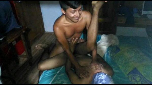 Fodendo o cu gay do garoto novinho na favela
