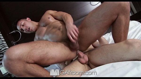 Gay picante amador transando com seu primo escondido