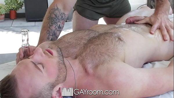 Hetero comendo gay escondido no porno caseiro amador