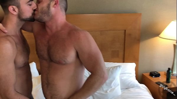 Homens transando gostosos amadores fodendo no hotel