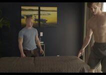 Dotado amador destruindo o cuzinho do vizinho gay