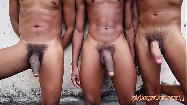Menino gozando em outros homens no sexo gay