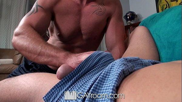 Sexo gay forte vizinho dando a bunda grande