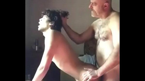 Comendo o cu do novinho pelados na cama