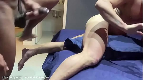 Homem enfiando a pica toda no cu do puto gostoso