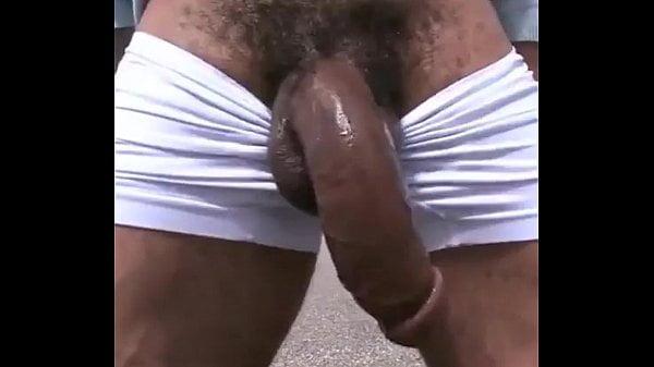 Pau do negao gigante na boca de veludo do gay