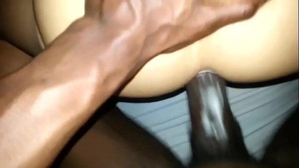 Sexo gay escondido negão fudendo amigo puto
